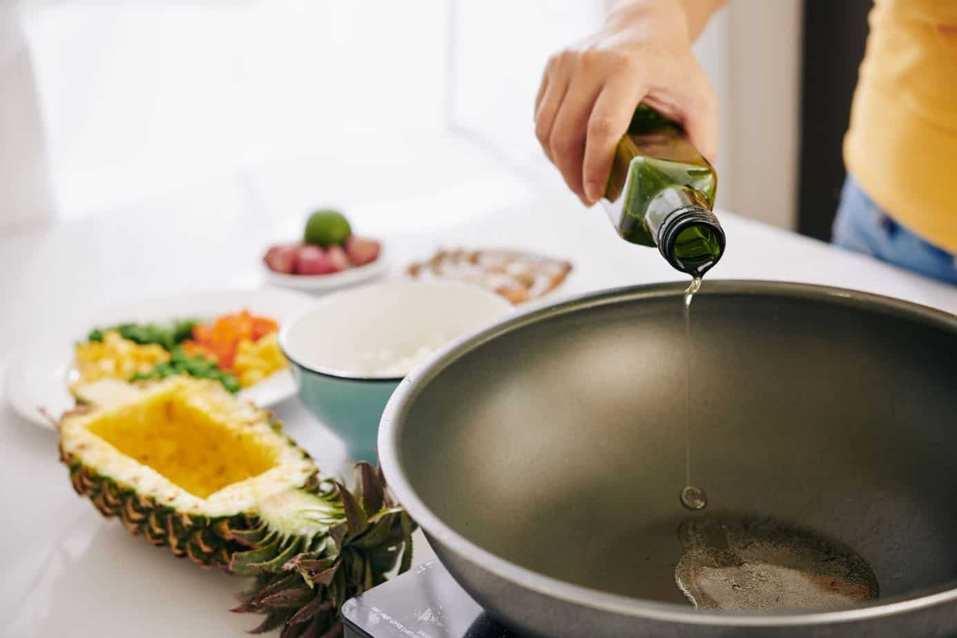 Should I heat pan before adding oil? What is the best olive oil for frying?
